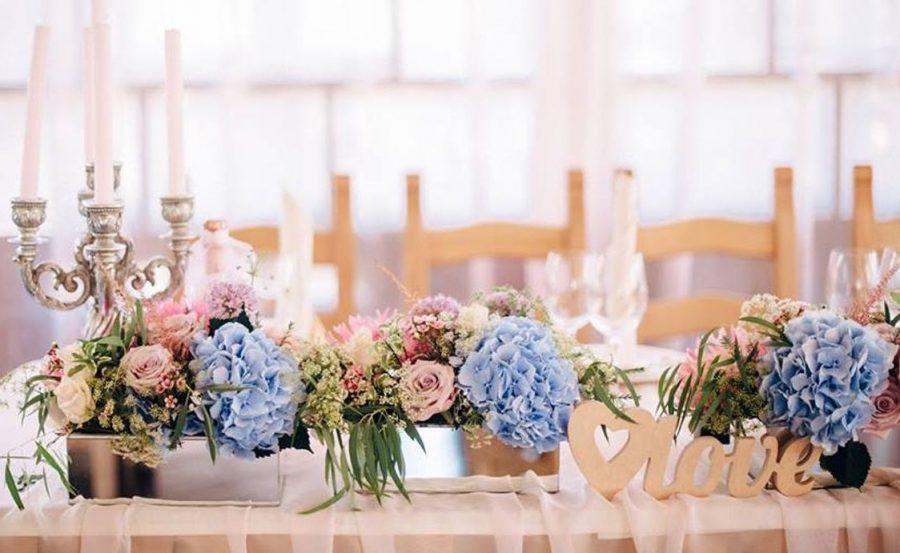 wedding decor candelabrum blue peach flowers wedding decor 2 e1561312567392
